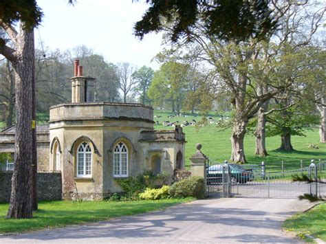 house gates sles file gate house rotherfield park geograph org uk 408301 jpg wikimedia commons