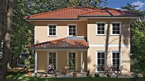 Stadtvilla Verona: Moderne Toskana-stadtvilla Mit Walmdach