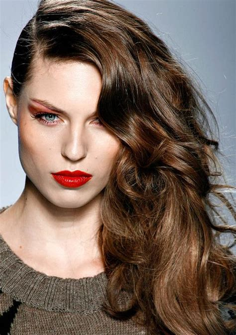 change wear  deep side part hairstyle