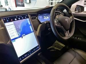 File:Tesla Model S interior, Sydney-Martin Place, 2017 (01).jpg - Wikimedia Commons