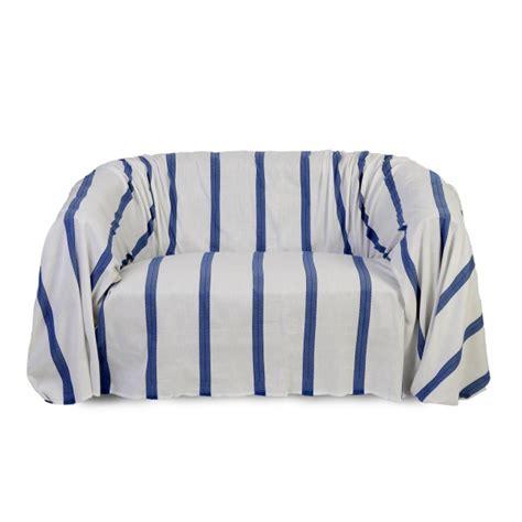 jet de canap blanc canap bleu roi canap en velours bleu l pieds bouleau