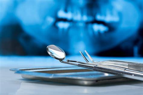 cosa fa l assistente alla poltrona l odontoiatra e le figure professionali operano in