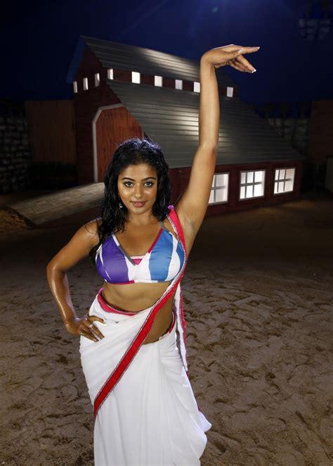 Bollywood actress chanderi silk saree sfb04. Actress Priyamani Hot Saree Blouse Photos | Actress Saree ...