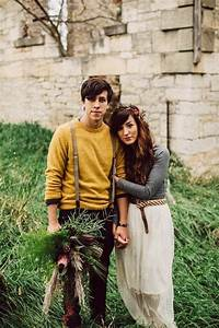 Cozy Cute Cool - 17 Fall Engagement Outfit Ideas | Junebug Weddings