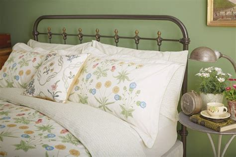 Daisy Traditional Bed Linen At