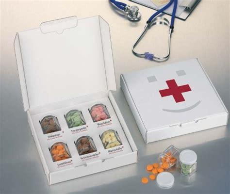 lustige geschenke zum geburtstag geburtstag geschenke erste hilfe box schokobons schokodrops