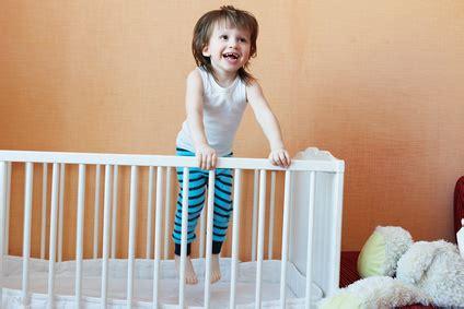 a quel age bébé dort dans sa chambre quel lit pour bébé de 2 ans cdiscount