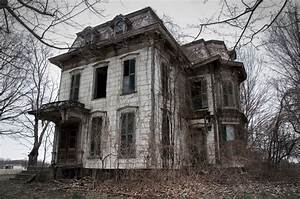 13 Real Life Haunted Houses And The Horror Stories That Go ...
