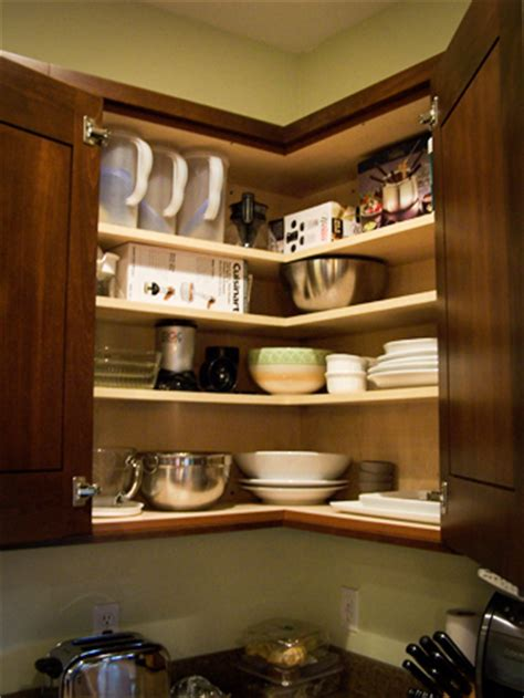diagonal upper cabinet or easy reach