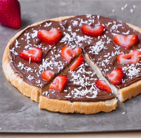 How To Make A Chocolate Dessert Pizza