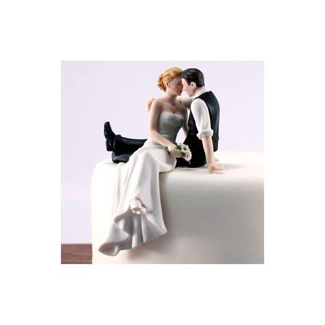 figurine mariage enrte deux gateaux sur pont