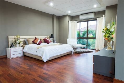 dormitorio  suelo de parquet rojizo fotos   te