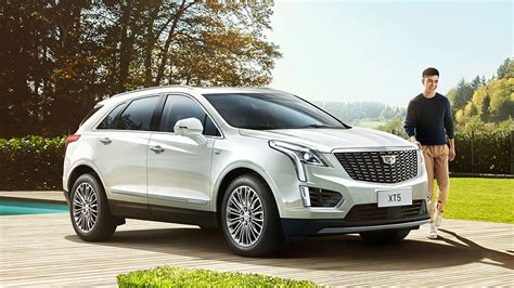 cadillac xt reveals  slightly changed face
