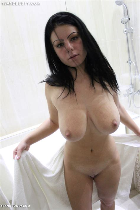 hot dreamy chick in bathroom washes her coo xxx dessert