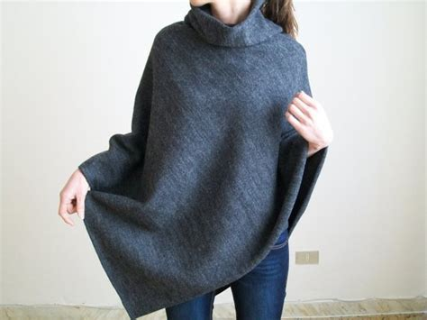Cape / Knit Poncho / Wool Poncho / Pure New Wool Shawl