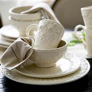Geschirr Set Vintage : royal vintage fashion emboss rose ceramic porcelain dish cup mug bowl plates sets of 4 china ~ Markanthonyermac.com Haus und Dekorationen
