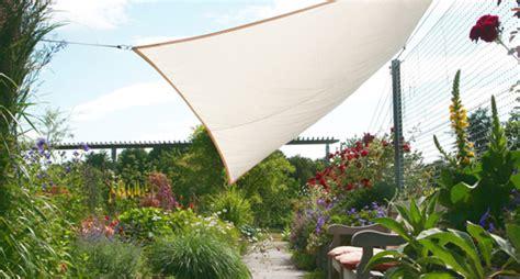 Windschutz Im Garten Mit Mobilem Paravent Sonnensegel