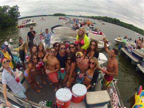 Birthday Party Boats Galveston by Have You Seen Milwaukee S Quot Party Pontoon Quot Onmilwaukee