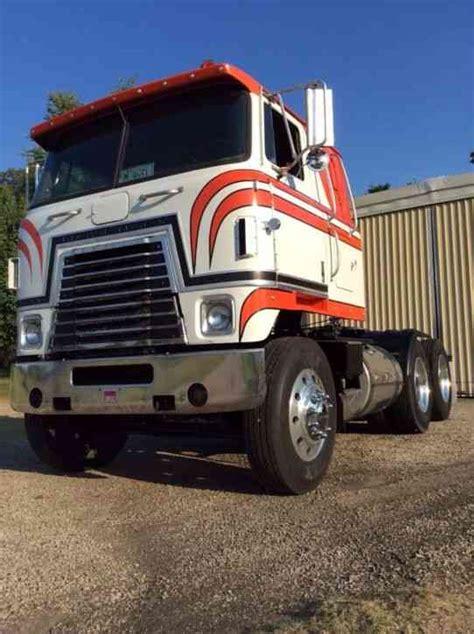 international transtar  sleeper semi trucks