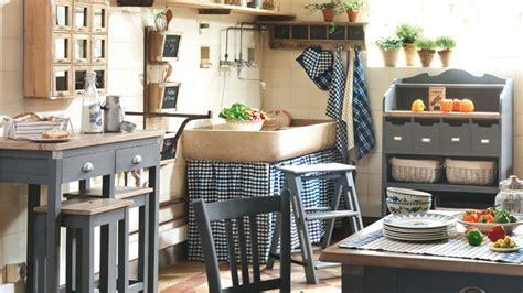 cuisine moderne dans maison ancienne les meubles de métier s invitent dans toutes les pièces