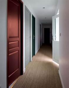 stunning couleur porte interieure avec mur blanc photos With commentaire peindre des escaliers en bois 10 aide pour la deco et la couleur des murs couloir et cage