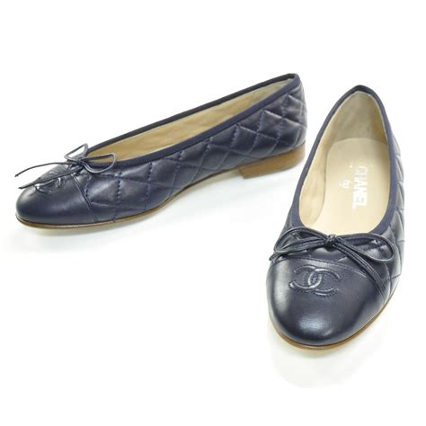 foto de CHANEL Quilted Leather CC Ballet Flats 36 Navy 26332