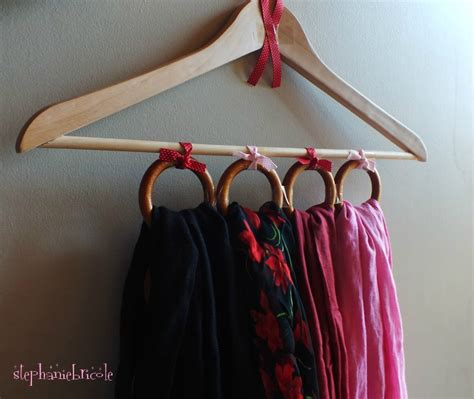 comment ranger les foulards diy r 233 cup faire un range foulards avec un cintre et des anneaux de rideaux st 233 phanie bricole