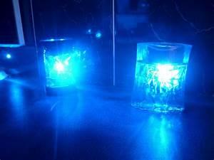 carrelage du coin lavabo avec led bleues With carrelage adhesif salle de bain avec bande led 12v