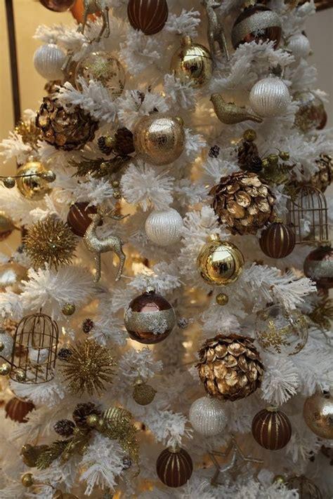 chic white christmas tree decor ideas digsdigs