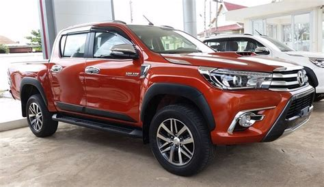 toyota hilux  review  price
