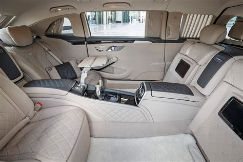 Powerful, confident character of the car emphasized in the front part using the large central. Mercedes-Maybach Pullman Dubai Backseat Ride | Automobile Magazine