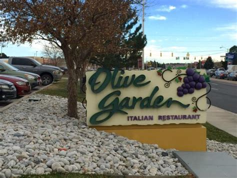 olive garden colorado springs warm atmosphere with italian accents throughout picture