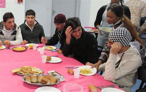 cours de cuisine geneve essonne ces migrants partagent leur premier repas de