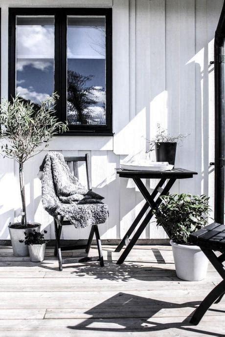 idees deco pour une terrasse scandinave en noir  blanc