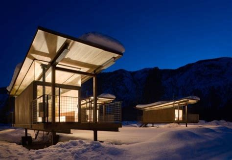 sq ft rolling hut tiny cabins   mountains