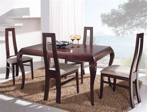 mesa de comedor modelo isabelina realizada en madera de