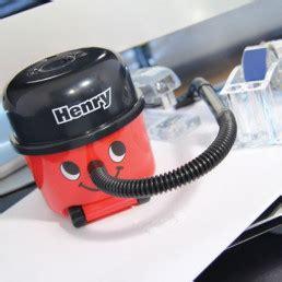 aspirateur de bureau henry gadget innovant sur logeekdesign