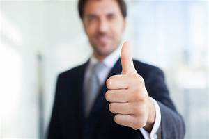 Businessman giving thumbs up - Natural Training