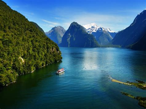 Milford Sound Coach And Nature Cruise Milford Sound New