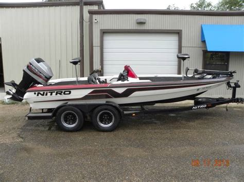 1999 Nitro Bass Boat Windshield by Nitro Savage Boat For Sale