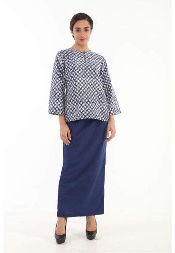 Baju kurung has suddenly risen up the ranks in terms of popularity. Gambar Baju Kurung Kedah Moden - BAJUKU