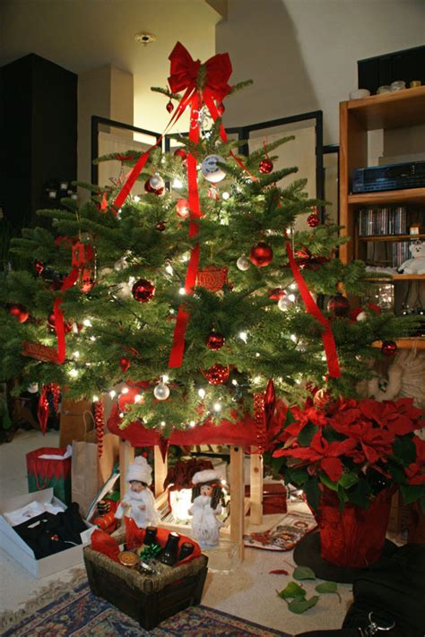 vertical ribbon on christmas tree 40 awesome tree decoration ideas with ribbon decoration