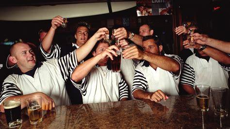 Rugby  Bagarres, Alcool Et Scatologie, Quand La Troisième