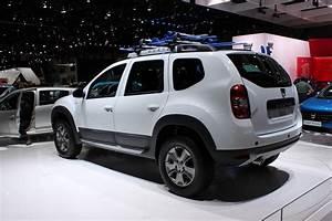 4 4 Dacia : live geneva 2015 standul dacia headline salonul de la geneva tiri auto bild ~ Gottalentnigeria.com Avis de Voitures