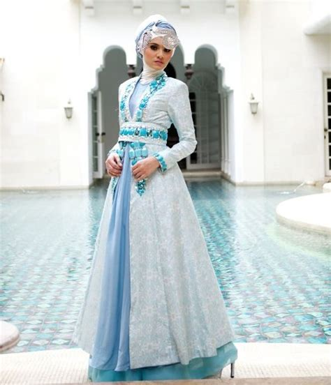 gaun pengantin muslimah biru  busana pengantin