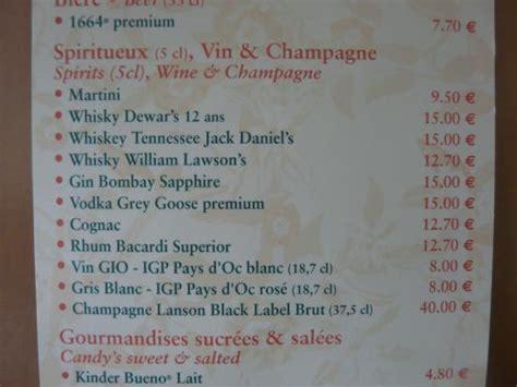 chambre d hotel disneyland prix des consomations du mini bar de la chambre