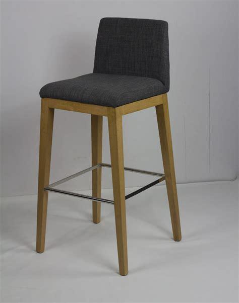 chaise de bar haute mobilier design scandinave minimaliste ikea bois tabouret