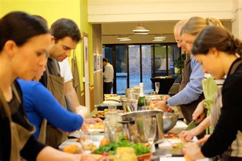 cours de cuisine entre particuliers activité en groupe entre particuliers la cuisine de
