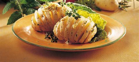 pommes de terre nouvelles au beurre et aux fines herbes