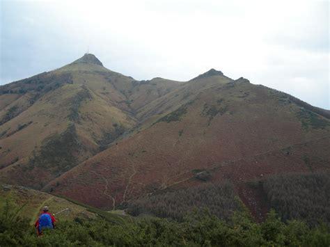 montee de la rhune la rhune randonn 233 es montagne dans le pays basque et les